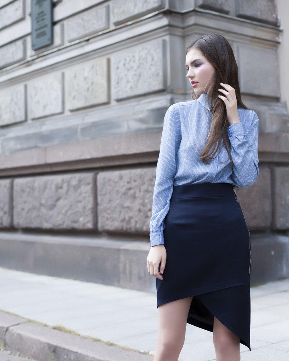Блуза голубого цвета с цветочным принтом