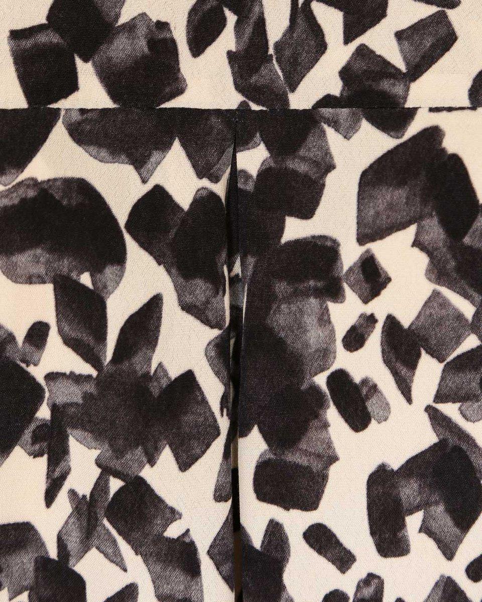 """Классическая блуза молочного цвета с принтом """"акварельные мазки"""""""