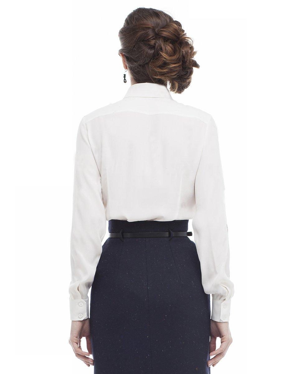 Классическая блуза молочного цвета