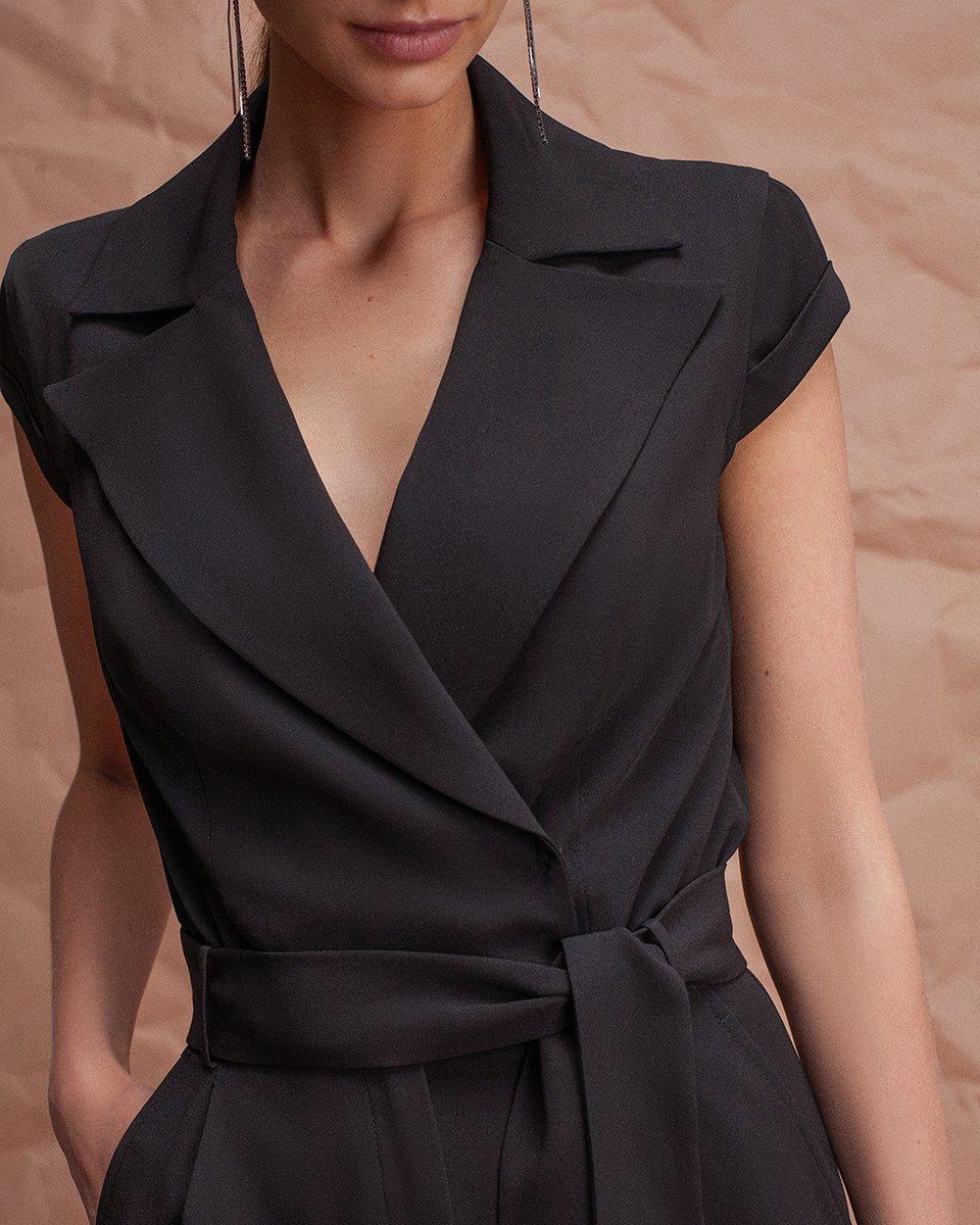 Комбинезон черного цвета с коротким рукавом