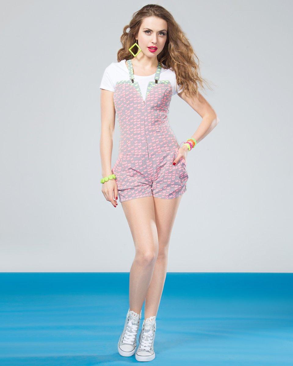 Комбинезон с шортами-мини, неоновый розовый.