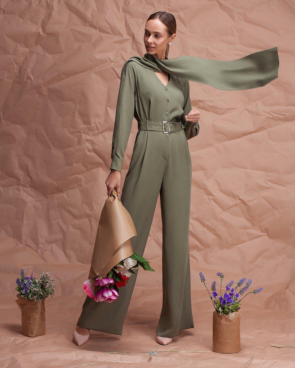 Комбинезон цвета хаки с шарфом