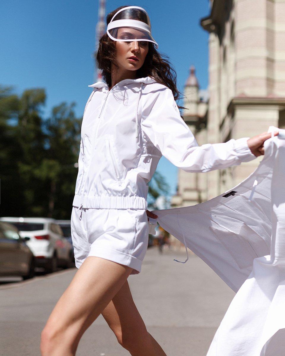 Комплект шорты и юбка с запахом из льна белого цвета