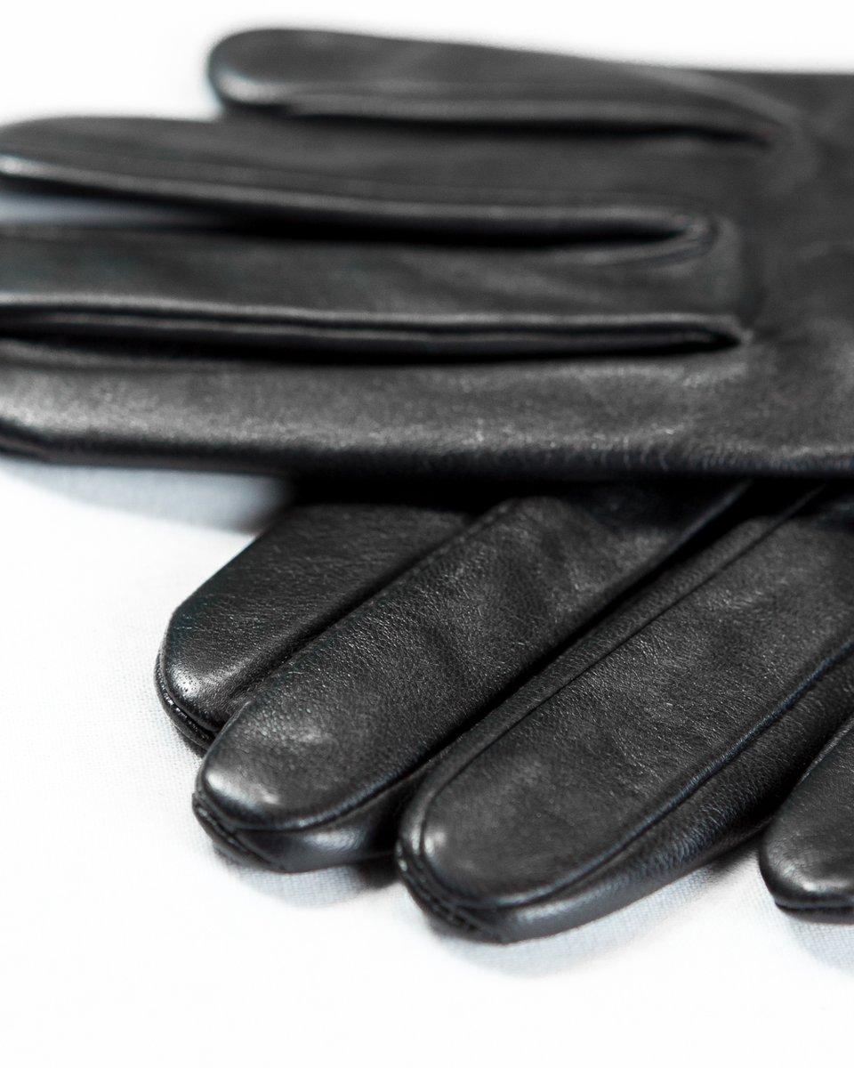 Кожаные перчатки черного цвета с красным кантом