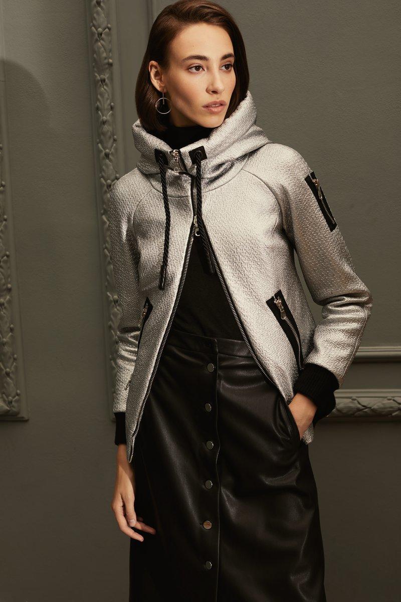 Куртка с капюшоном серебристого цвета