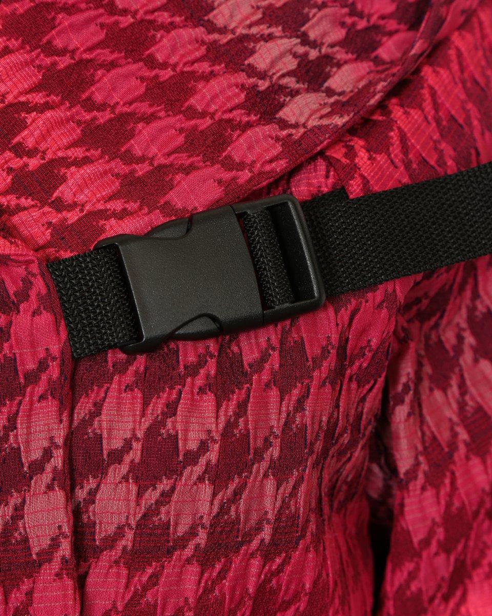 Куртка в спортивном стиле из жаккарда вишневого цвета