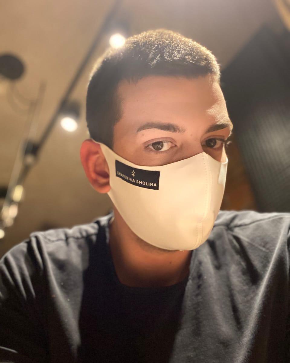 Многоразовая маска белого цвета