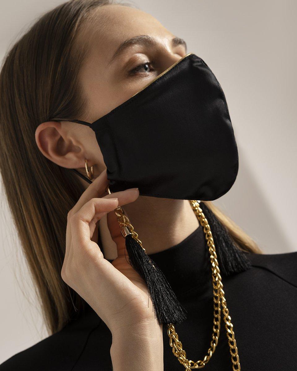 Многоразовая маска черного цвета с золотым кантом
