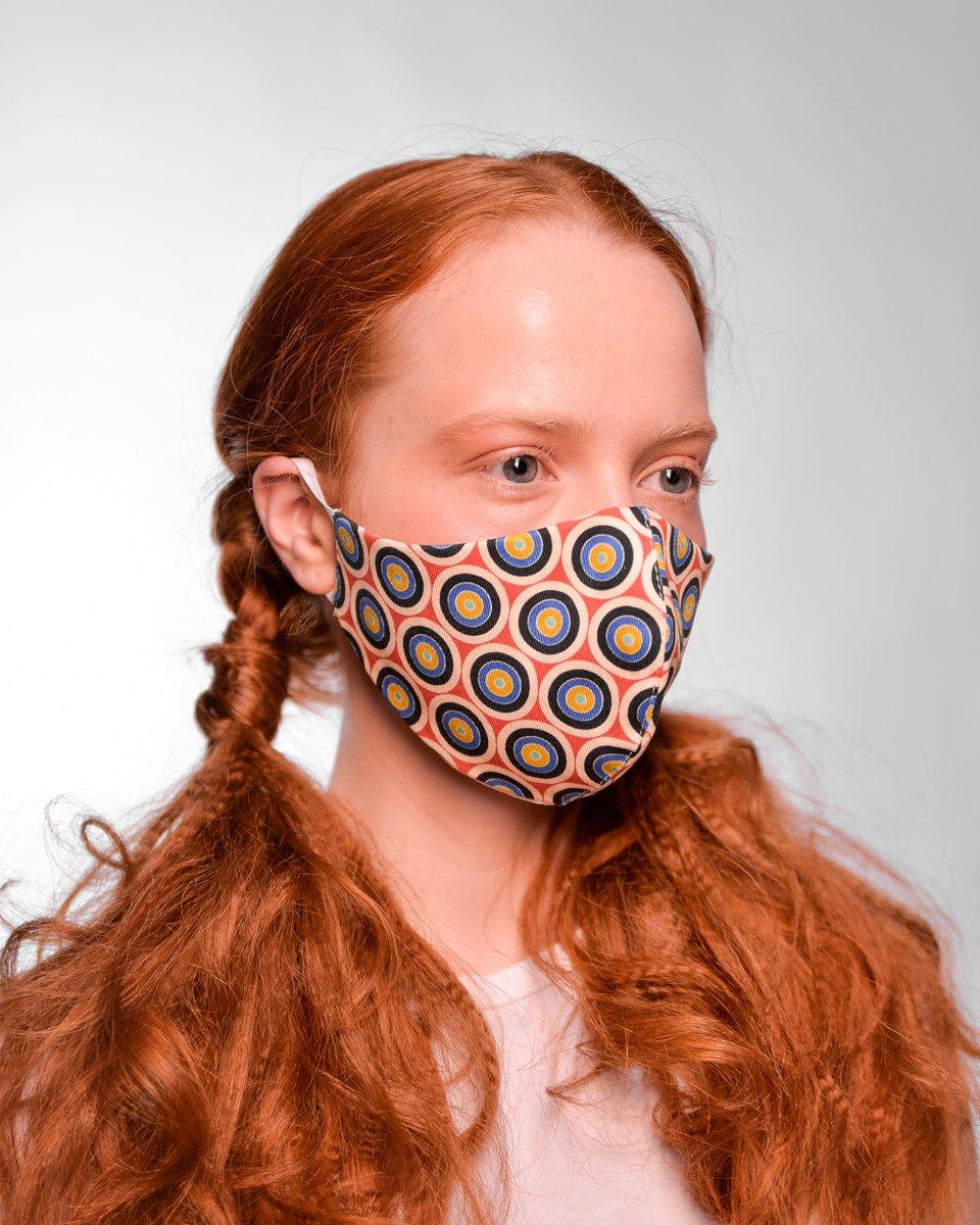"""Многоразовая маска, принт """"круги"""" на красном фоне"""