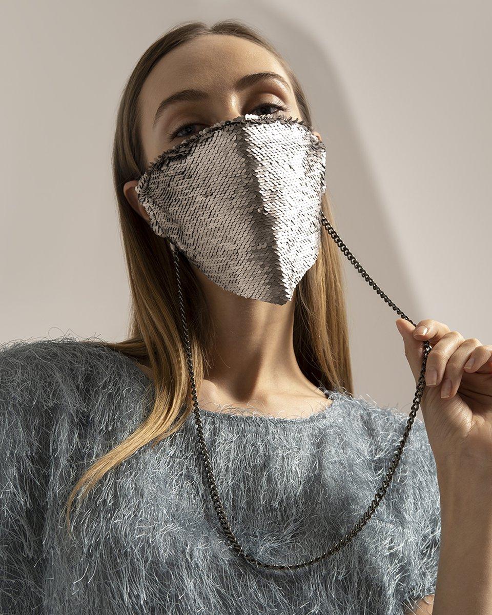 Многоразовая маска с черно-серебряными пайетками