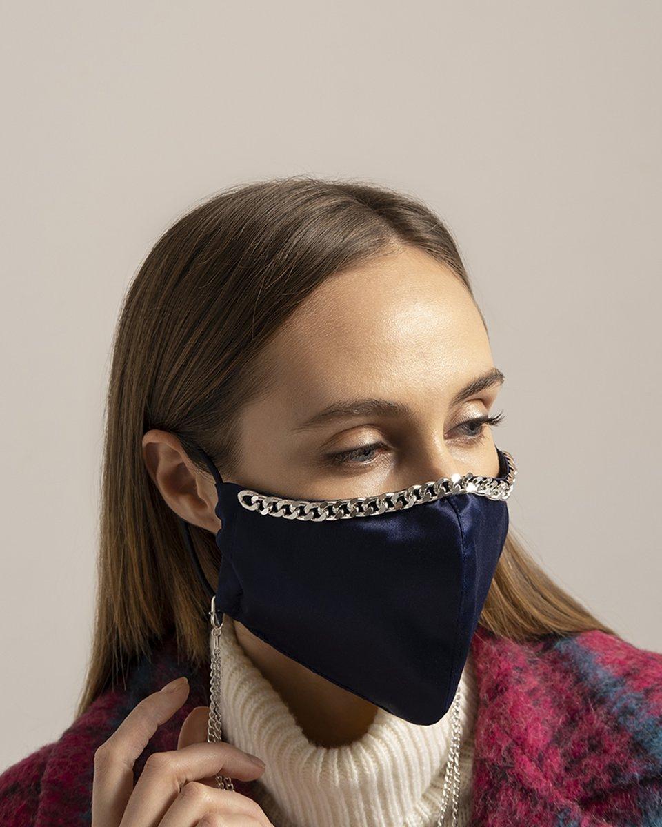 Многоразовая маска синего цвета с цепочкой