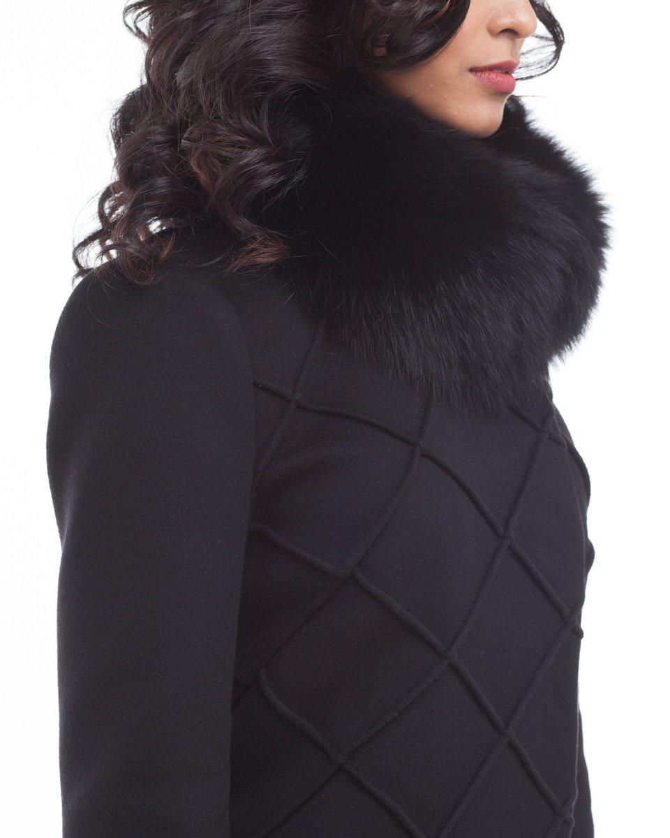 Пальто угольно-черного цвета с фигурной отстрочкой