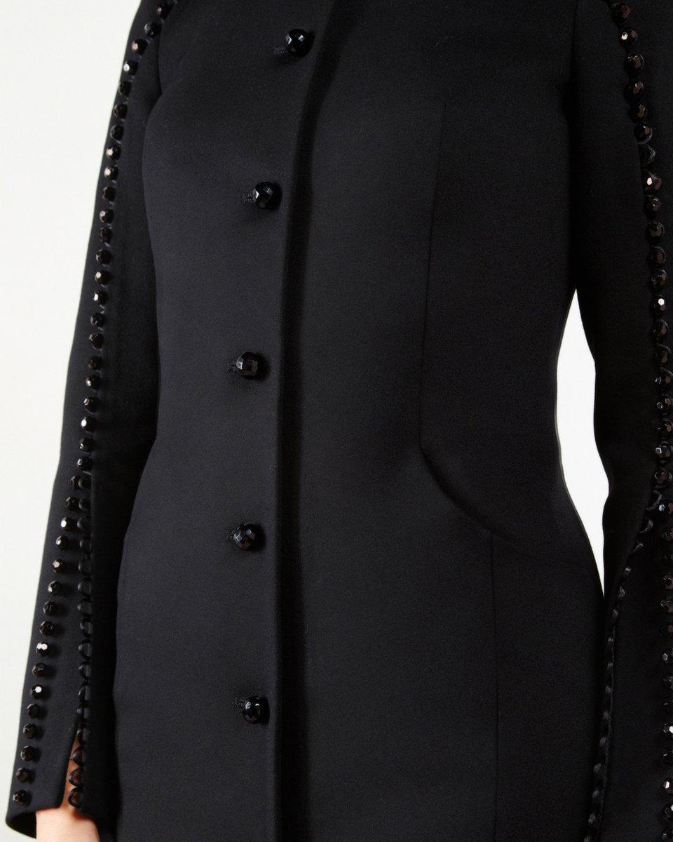 Пальто черного цвета с бусинами на рукавах