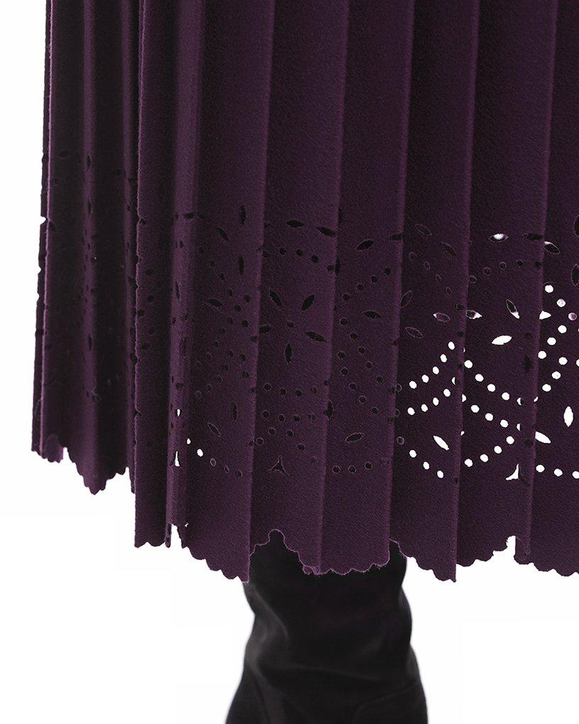 Пальто цвета марсала с юбкой плиссе и фестонами