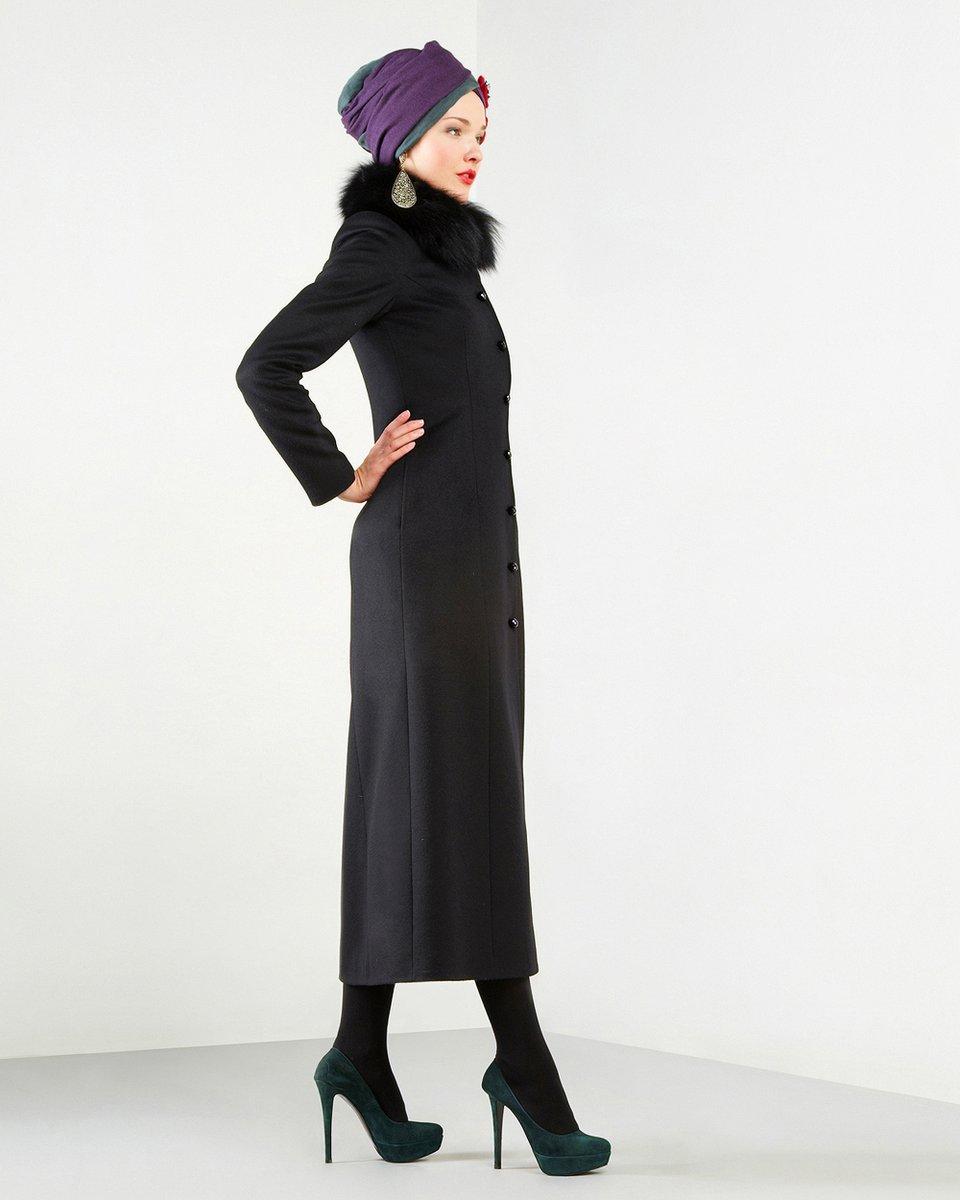 Пальто длиной в пол, черного цвета