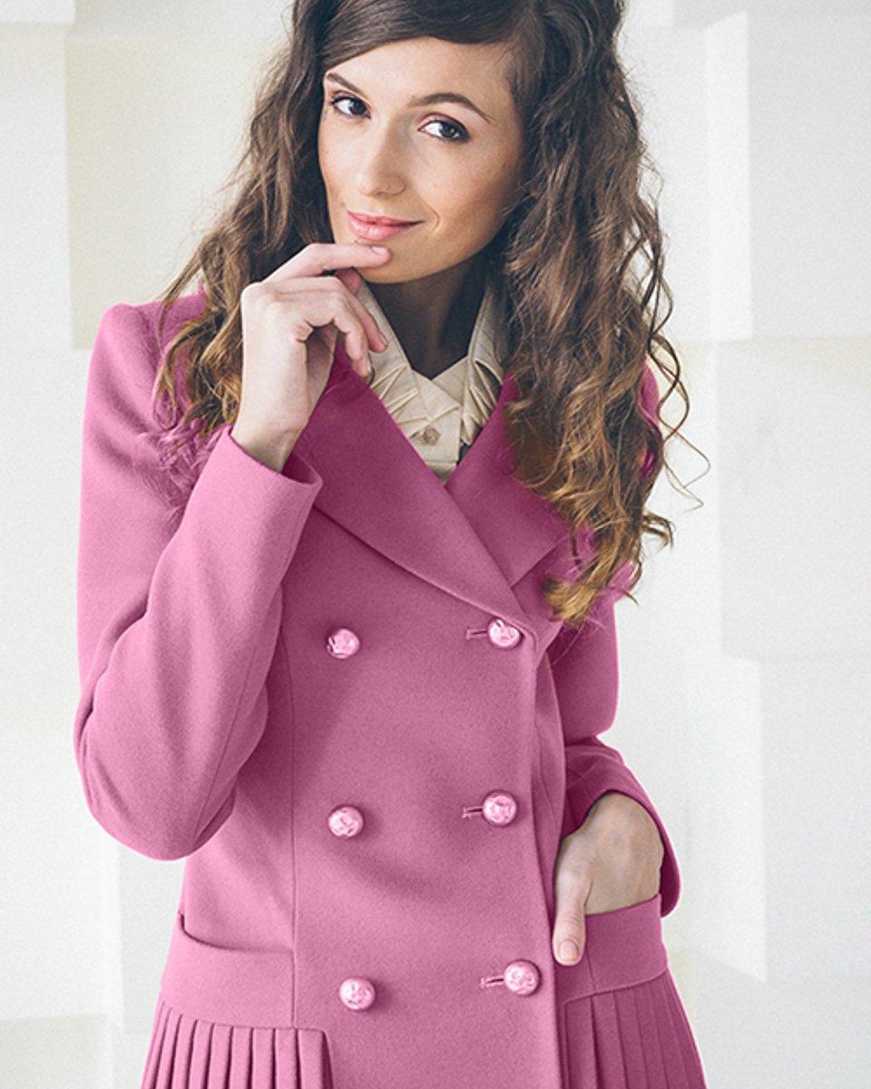 Розовое пальто двубортное с юбкой-плиссе