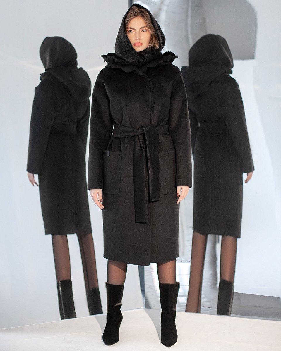 Зимнее пальто с фестонами на капюшоне