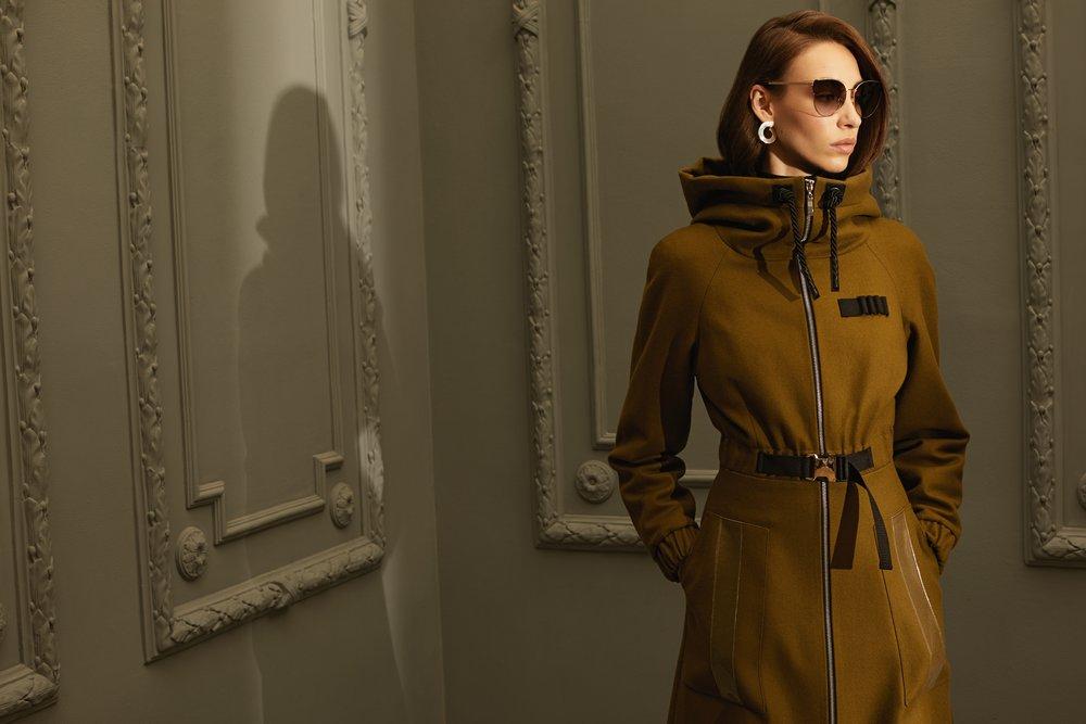 Пальто цвета хаки с прозрачными вставками