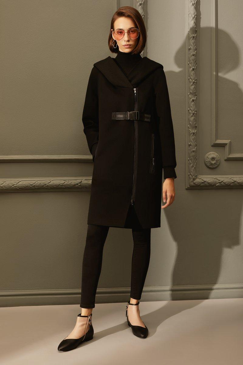 Пальто из шерсти с трикотажным капюшоном
