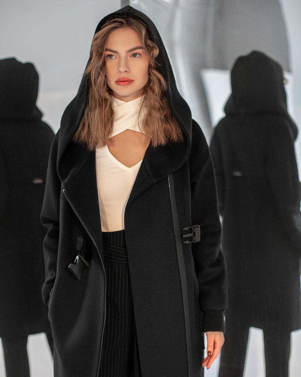 Зимнее пальто с трикотажным капюшоном