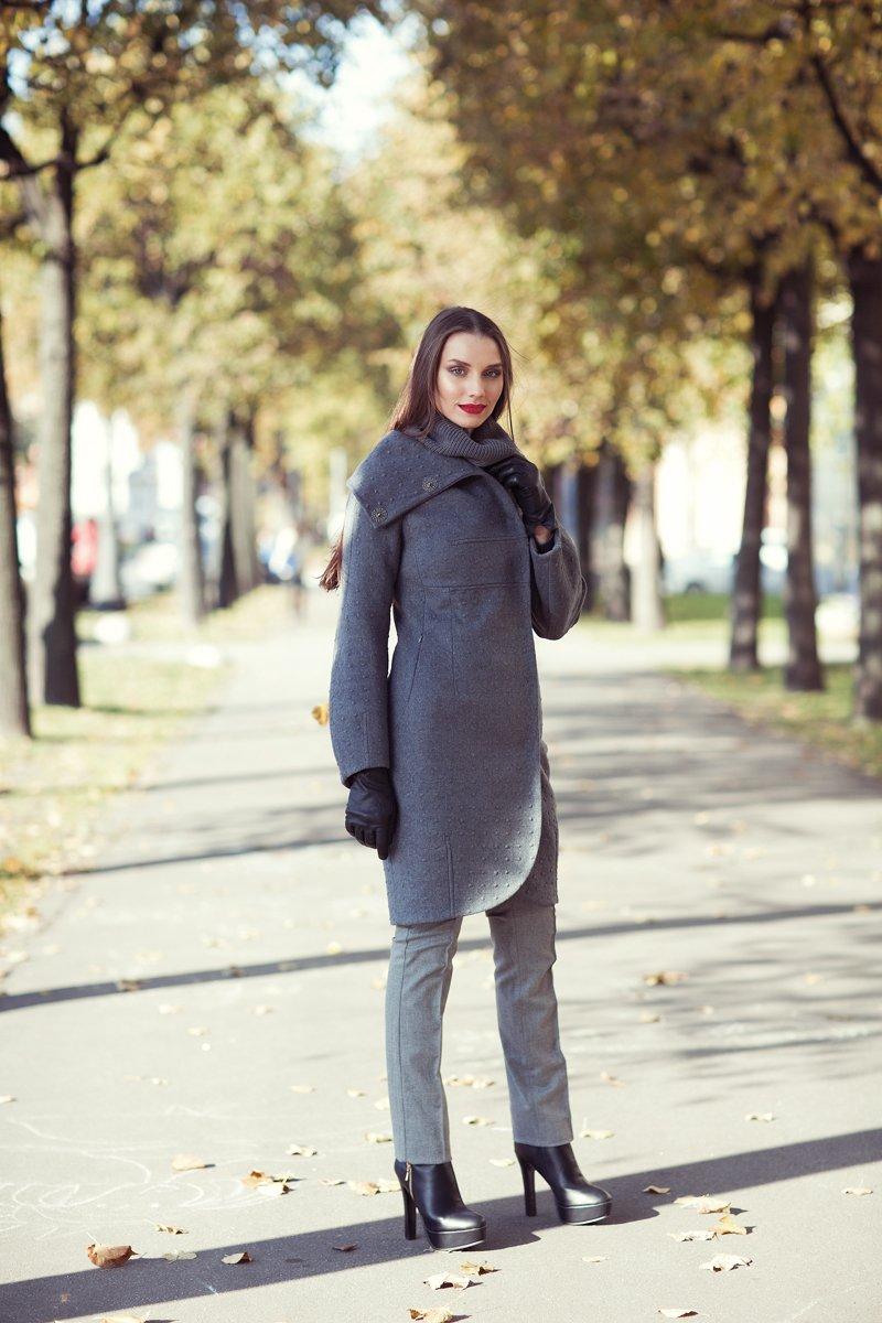 Пальто из фактурной шерсти, цвет серый.