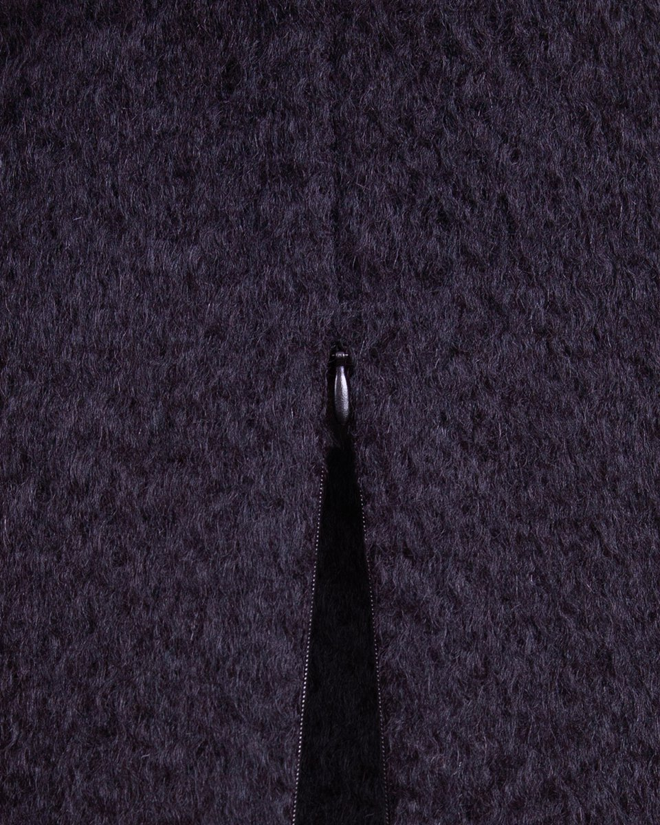 Зимнее пальто черного цвета с воротником-шарфом