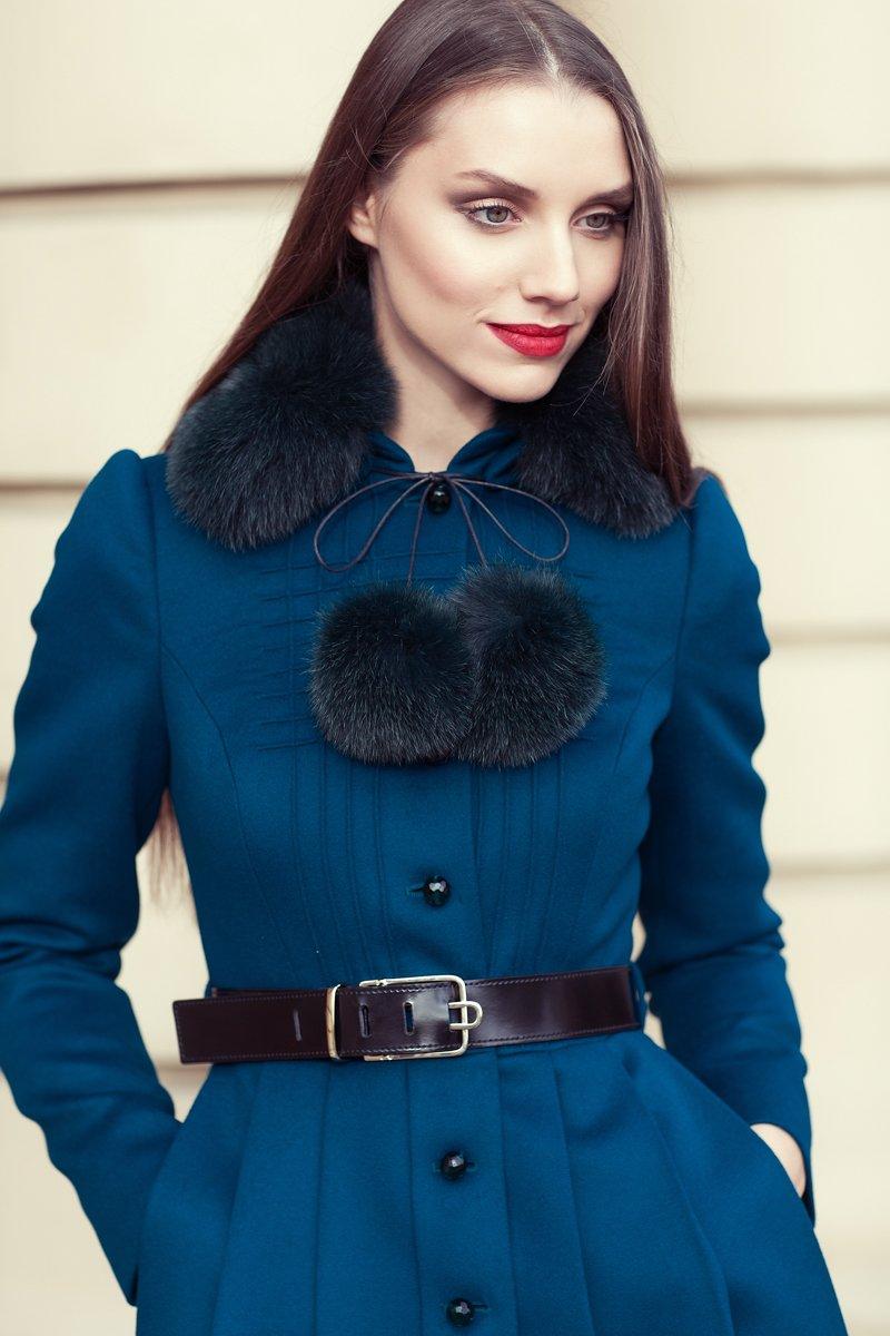 Пальто из шерсти с юбкой в складку