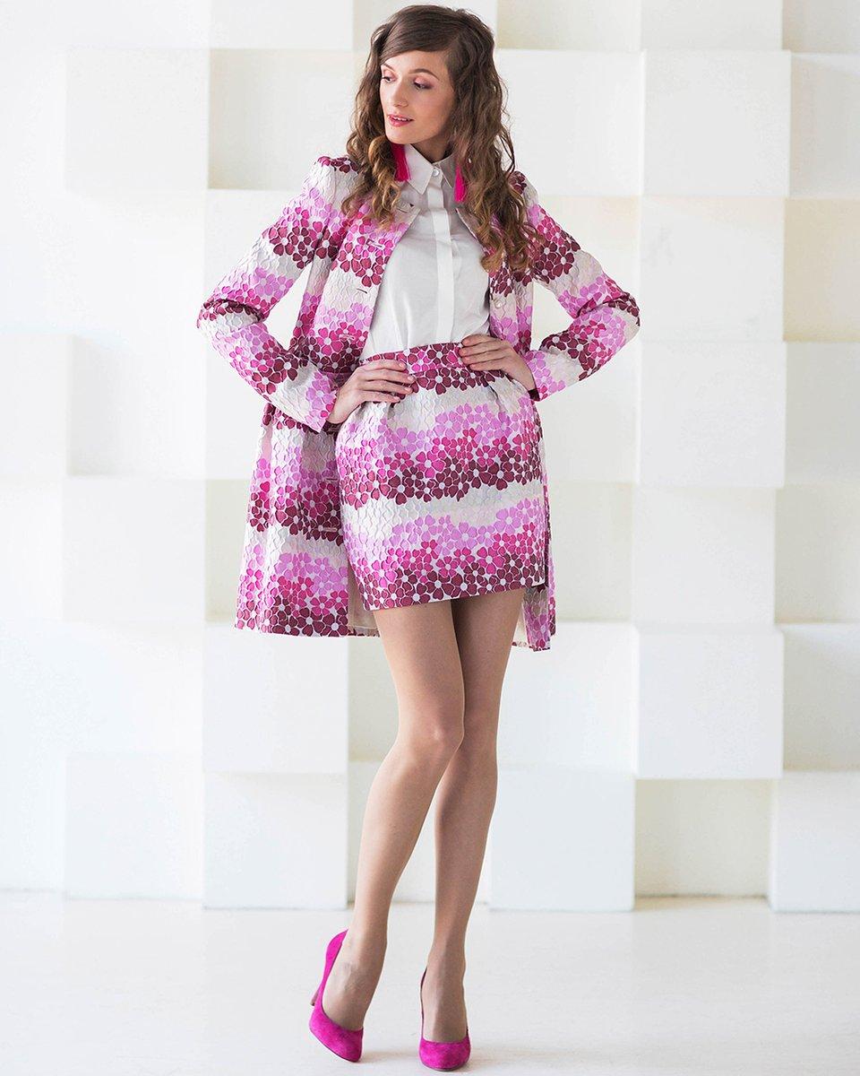 """Пальто из яркого жаккарда с узором """"цветы"""""""