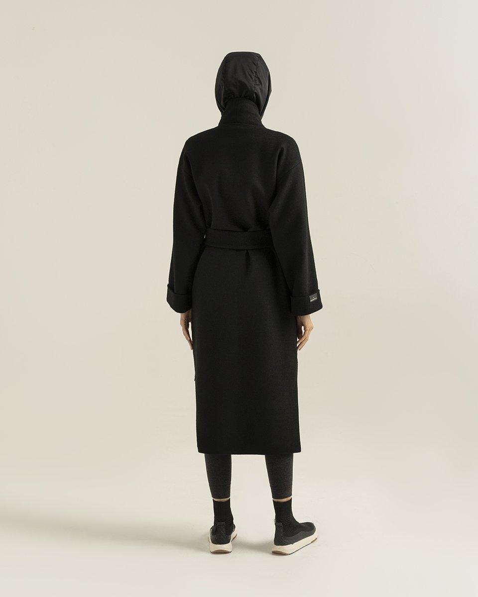 Пальто-кимоно черного цвета со съемным капюшоном