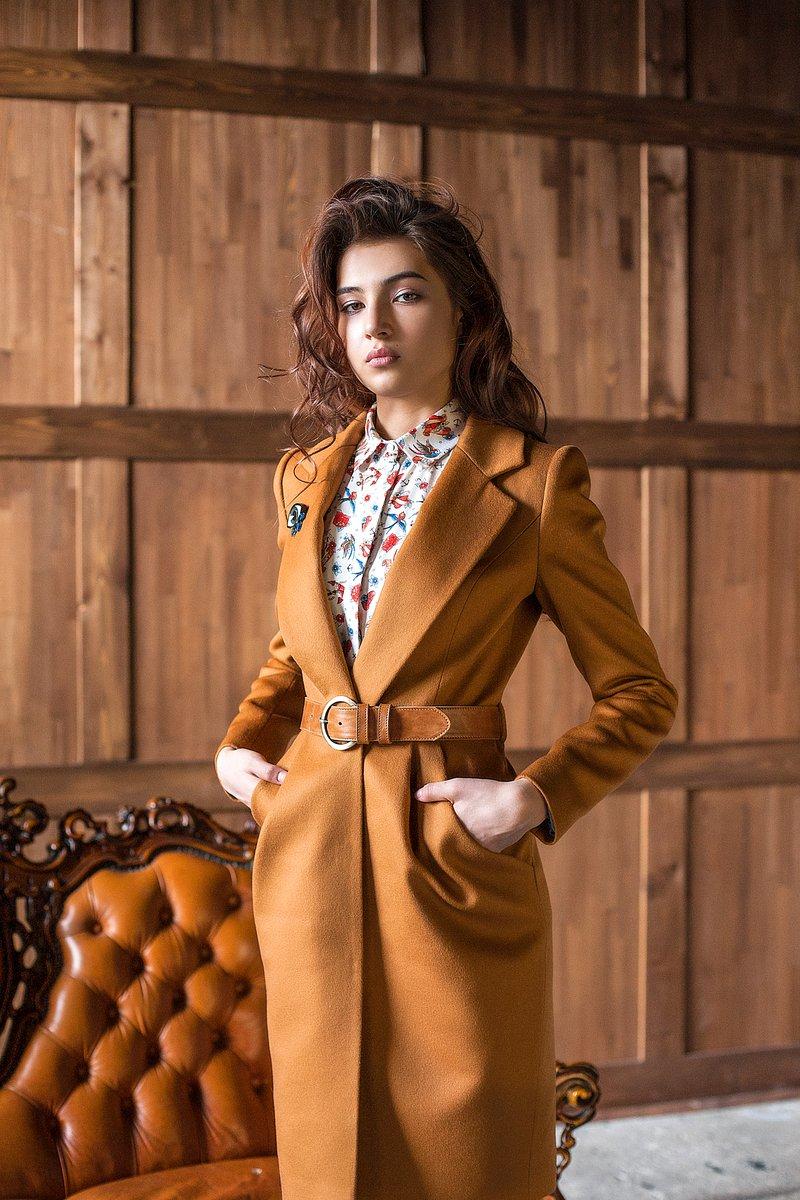 Пальто с удлиненными лацканами и юбкой-тюльпан