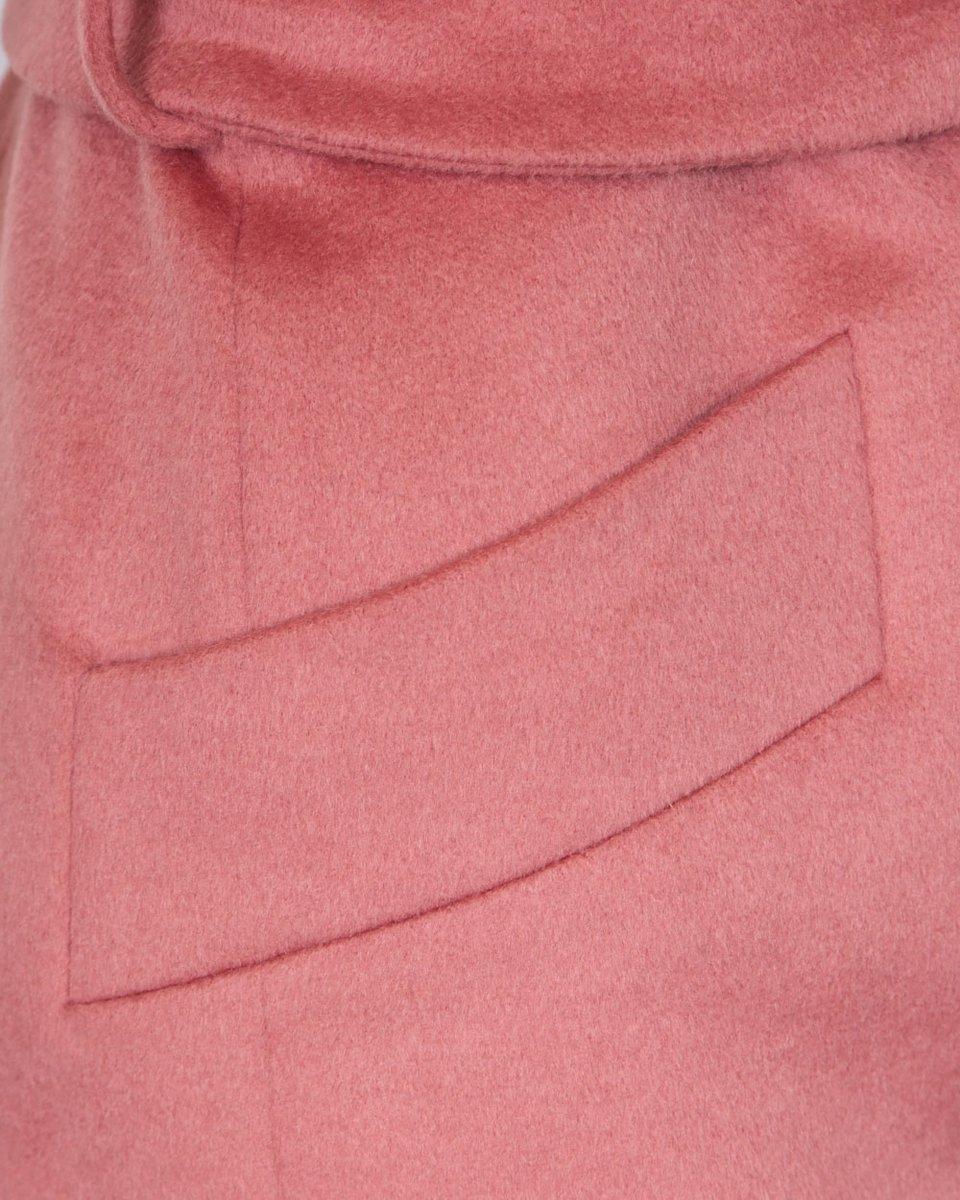 Пальто кораллового цвета с удлиненным лацканом