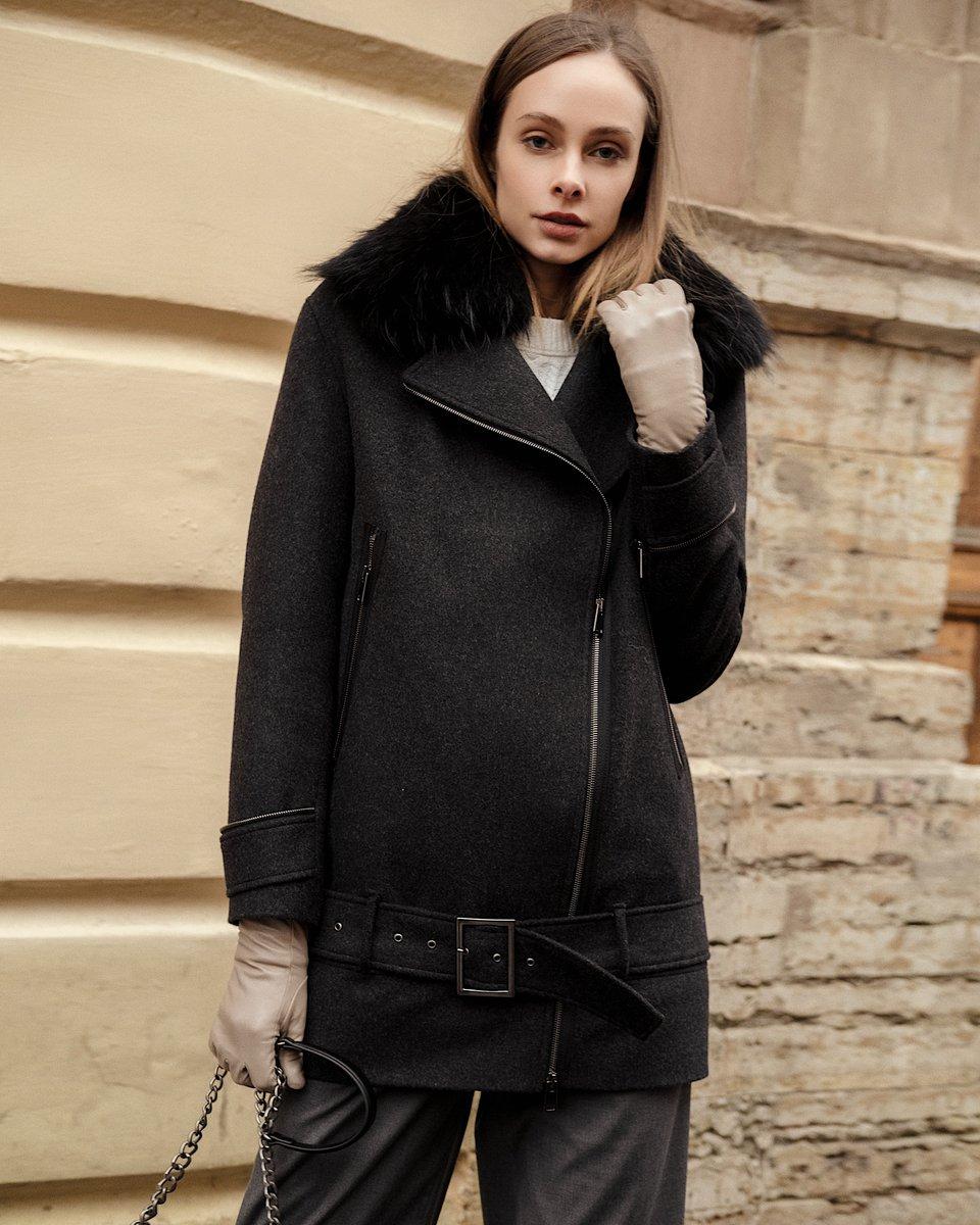 Укороченное пальто-косуха с меховым воротником