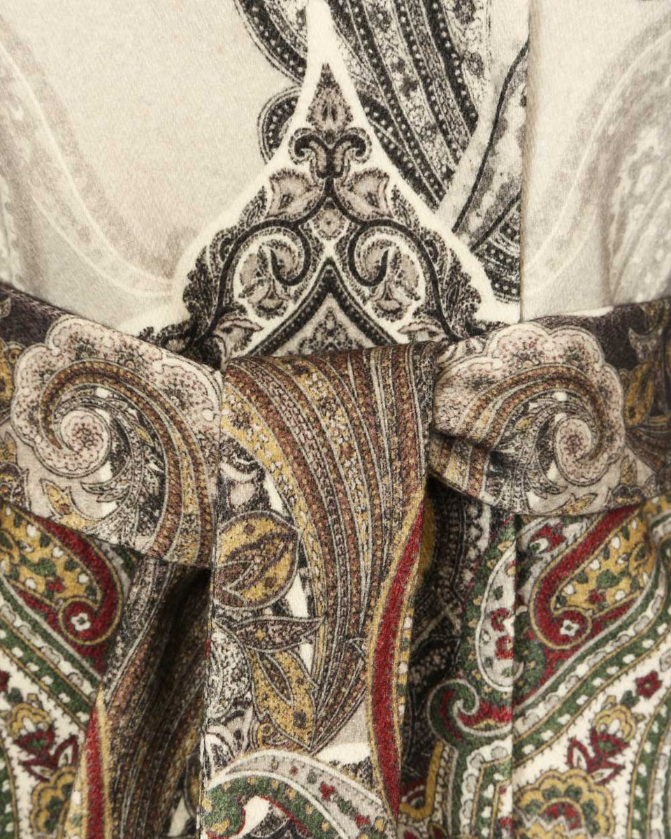 Зимнее пальто с капюшоном и авторским принтом