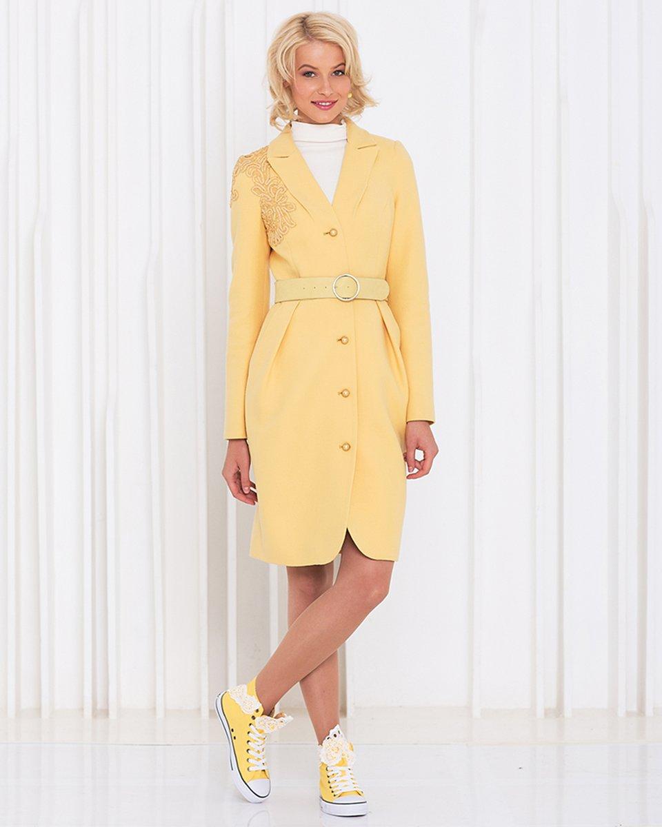 Пальто лимонного цвета с вологодским кружевом