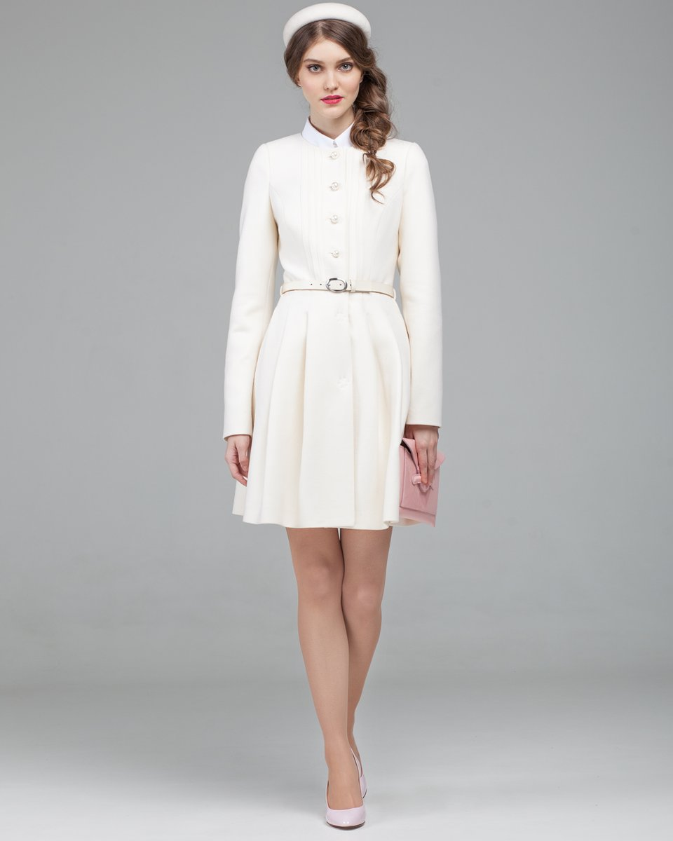 Пальто молочного цвета с юбкой плиссе