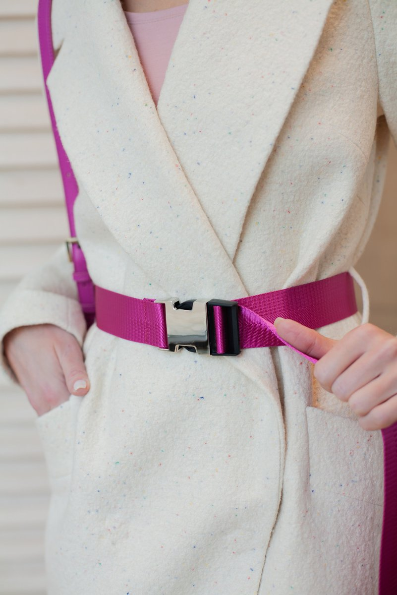 Пальто молочного цвета с разноцветными вкраплениями