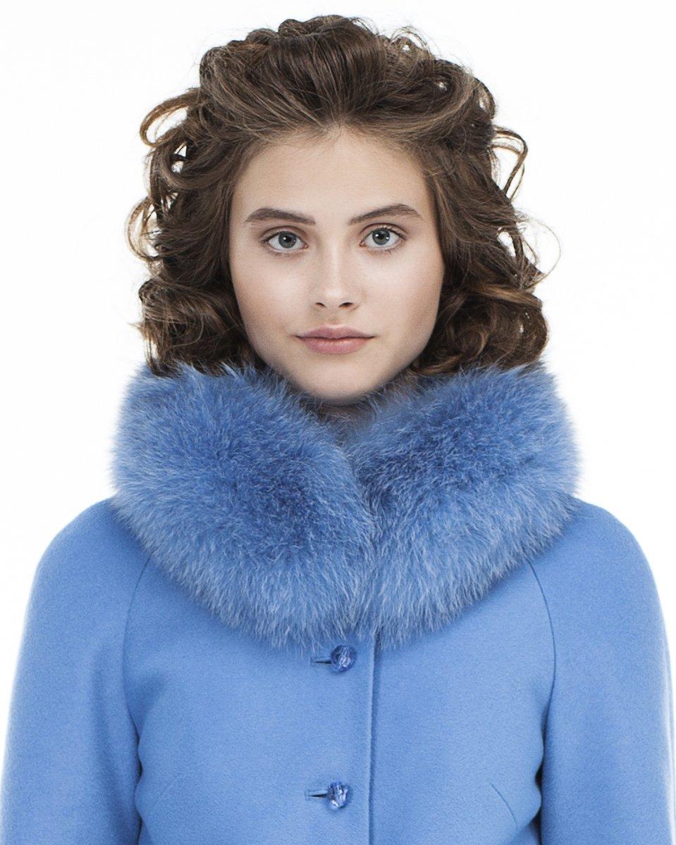 Пальто нежно-голубого цвета с фестонами