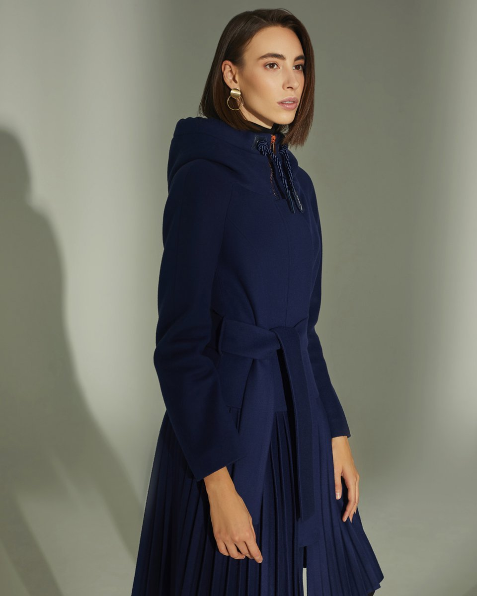Пальто с капюшоном и плиссированной юбкой, синего цвета