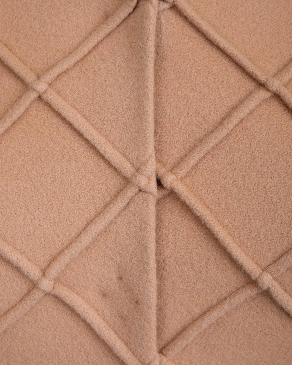 Пальто песочного цвета с фигурной отстрочкой