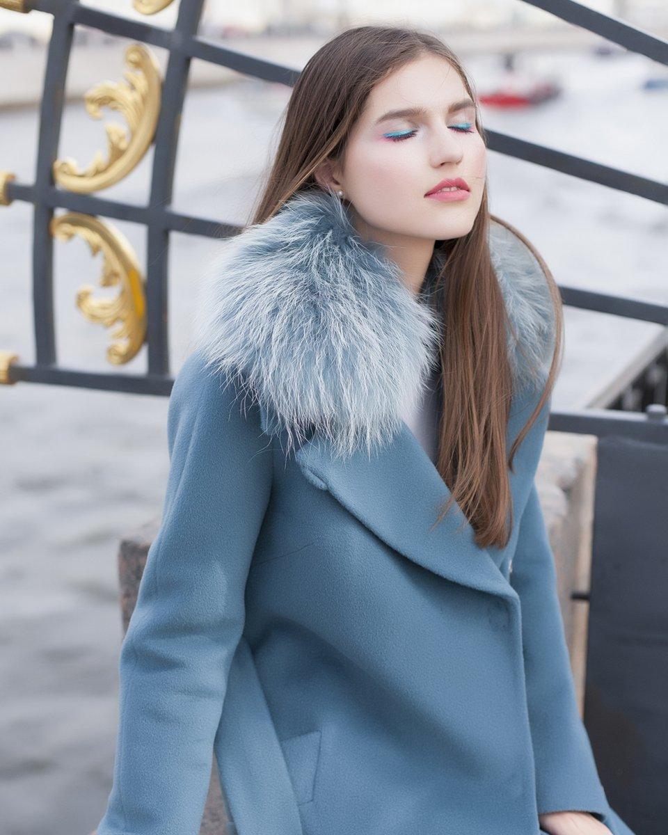 Пальто с английским воротником, лазурного цвета