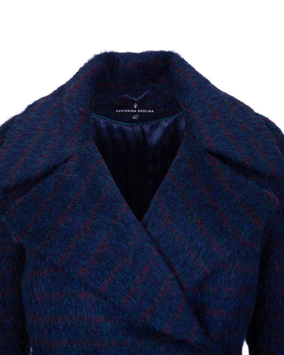 Зимнее пальто темно-синего цвета в полоску