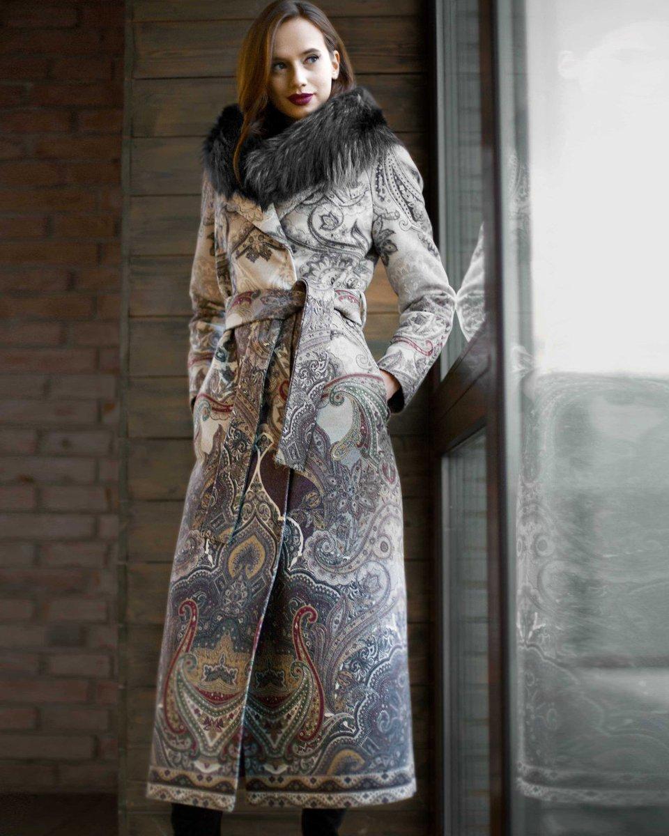 Зимнее пальто с авторским принтом