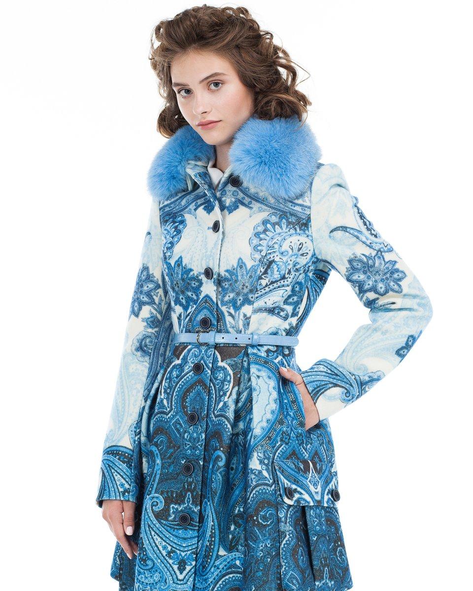 Пальто с авторским принтом и пышной юбкой
