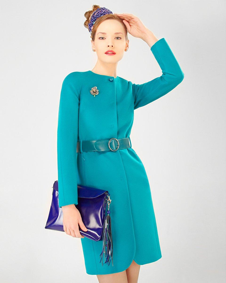 Пальто с цельнокроеным рукавом, изумрудного цвета