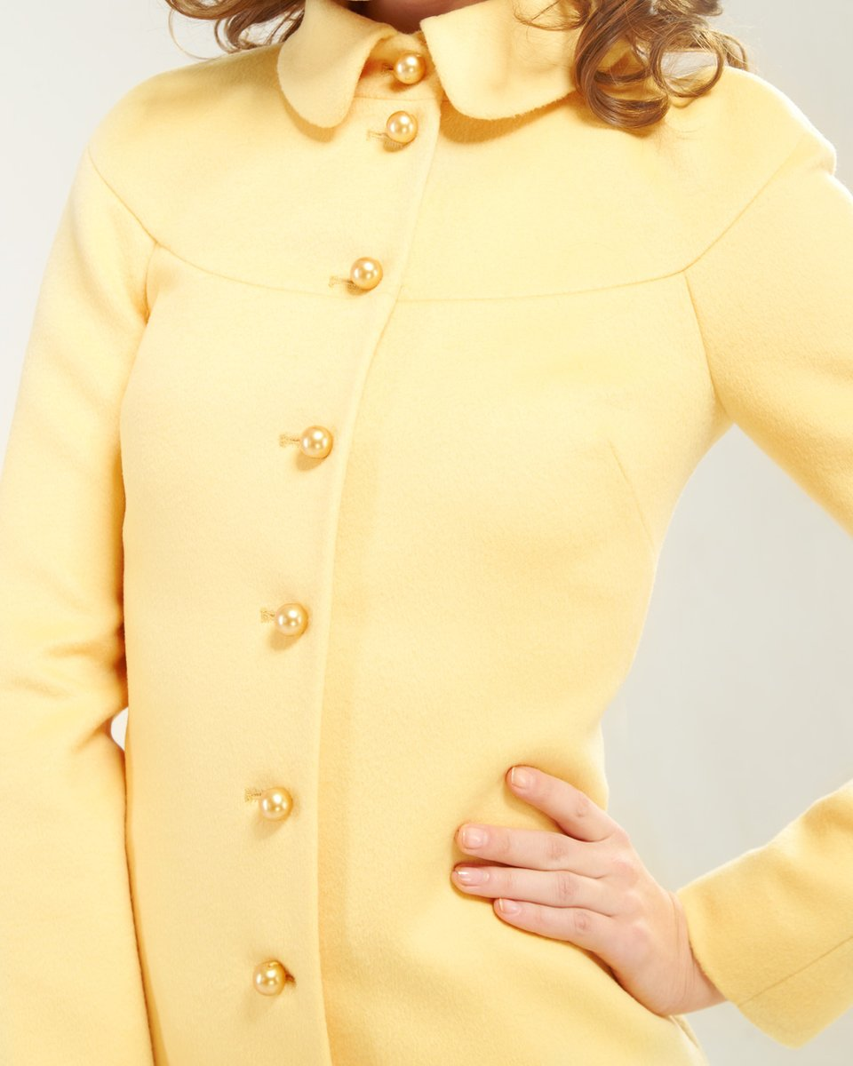 Пальто с кокеткой А-силуэта, желтое