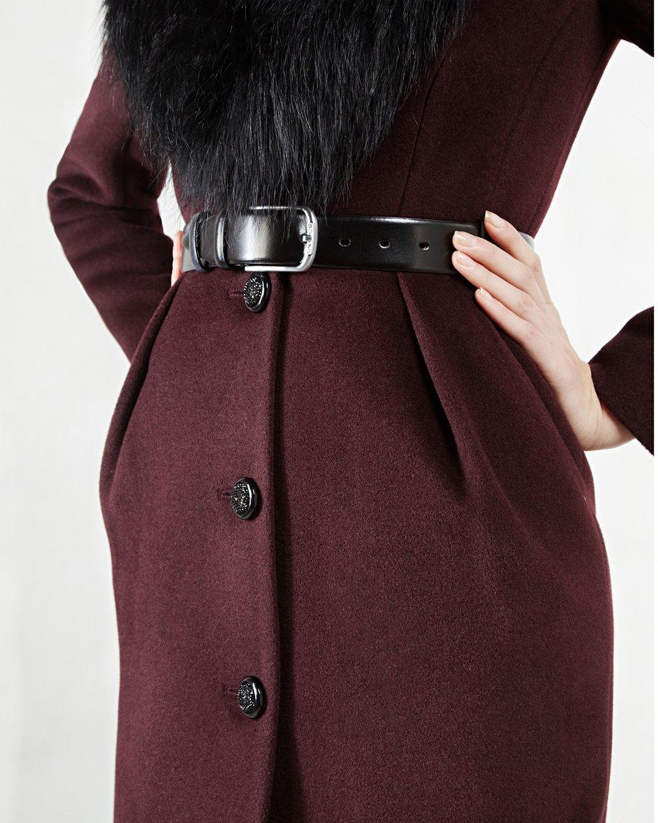 Пальто с меховым воротником-шалью, вишневого  цвета.