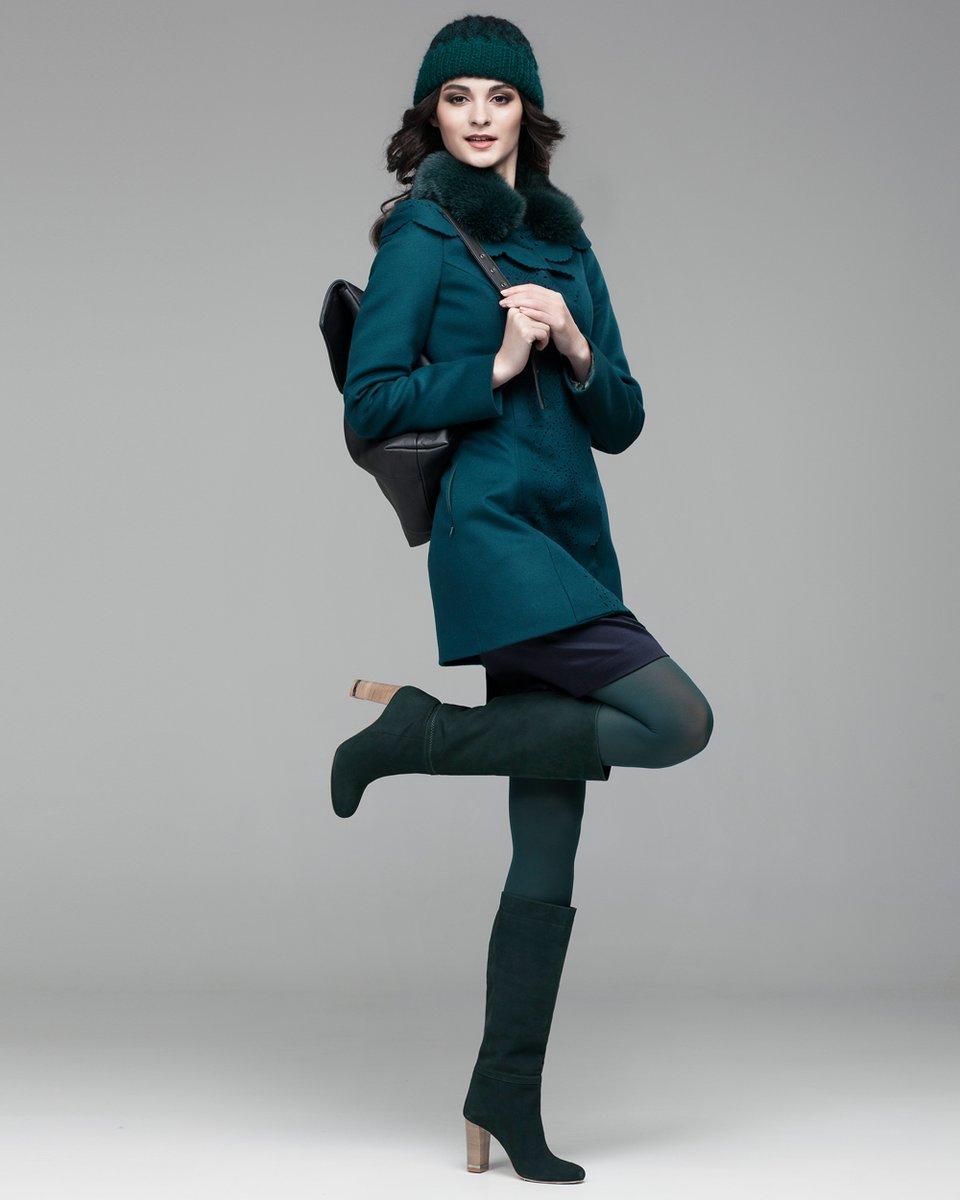 Пальто с перфорацией и капюшоном