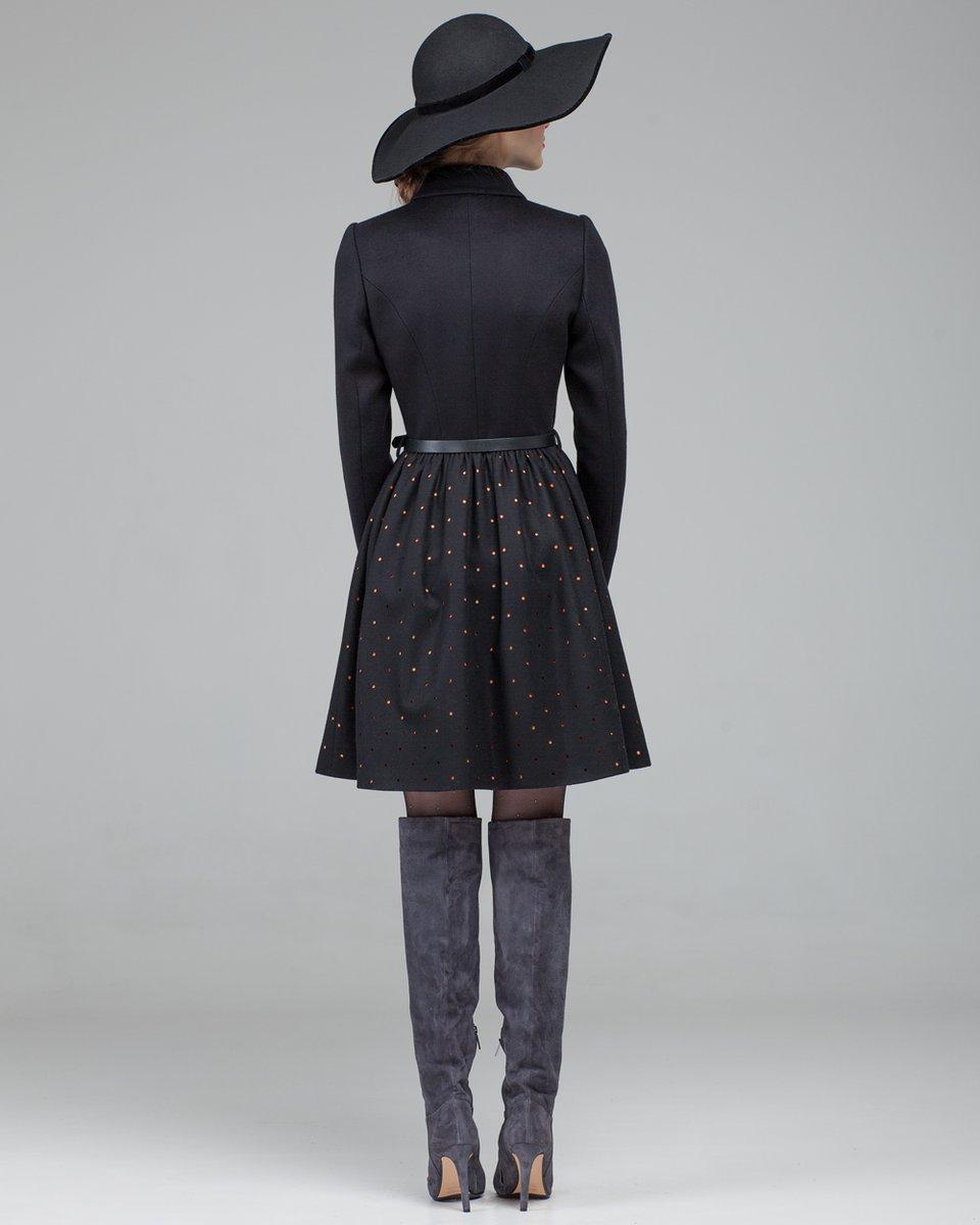 Пальто с перфорацией на юбке