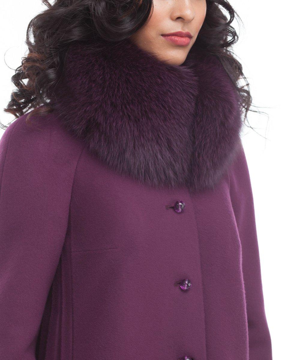 Пальто цвета марсала с плиссе по бокам