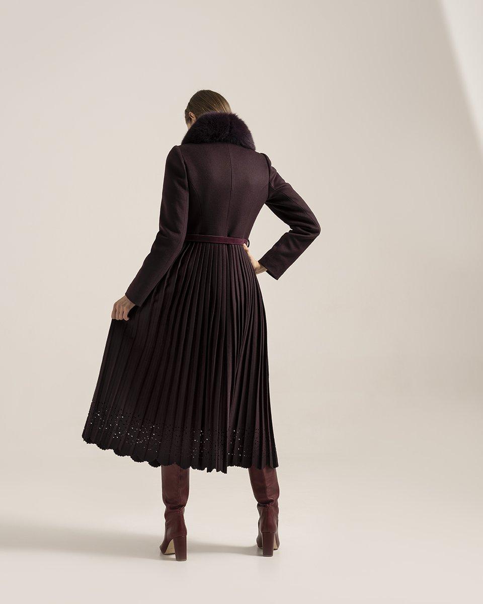 Зимнее пальто сливового цвета с юбкой плиссе